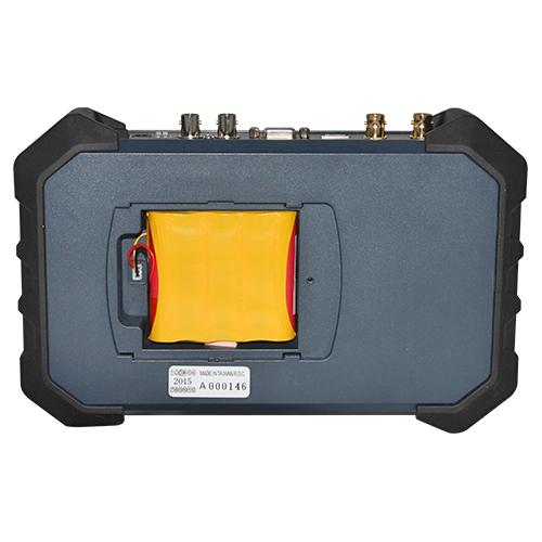 7インチ小型モニター リチウムイオンバッテリー 装着イメージ画像