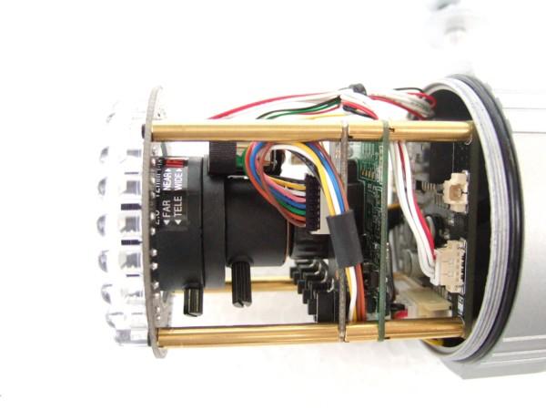 屋外用 防水仕様 防犯カメラ バリフォーカルレンズ搭載 S643TDNは2.8mm(超広角)から12mm(望遠まで)幅広い画角調整課が可能です。