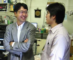 [写真:中須賀先生とプロマネ船瀬氏]
