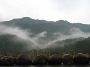 [写真:内之浦周辺の山並み]