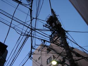 [写真:電柱と電線]
